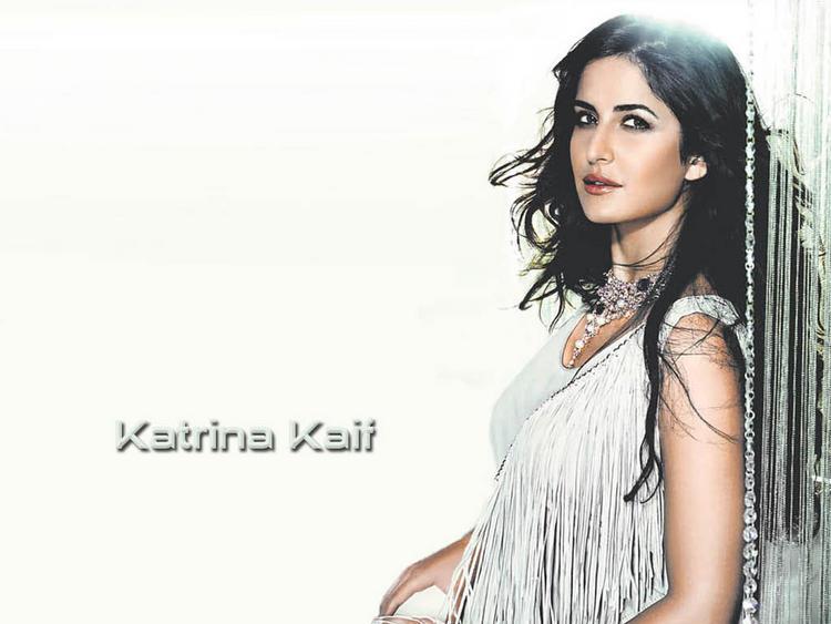 Katrina Kaif Romantic Look Wallpaper