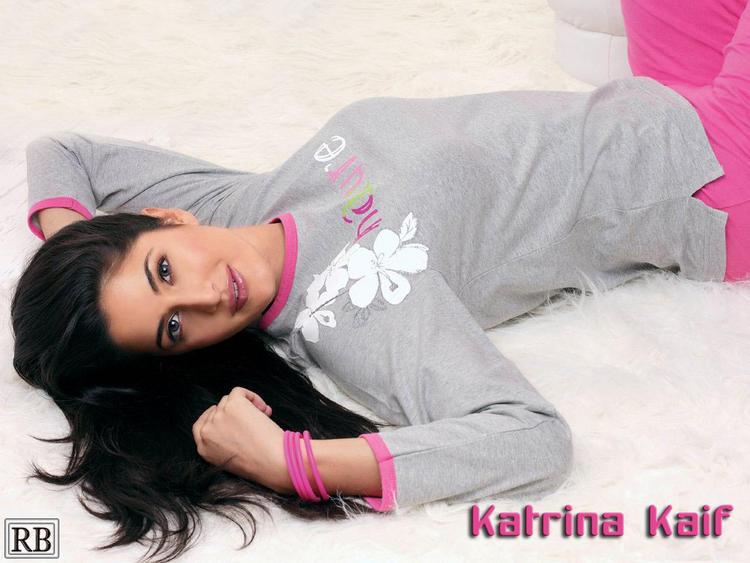 Katrina Kaif Wallpaper On Sleeping Mode