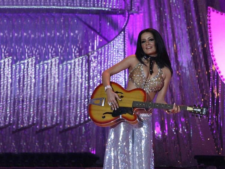 Celina Jaitley With Guitar Wallpaper