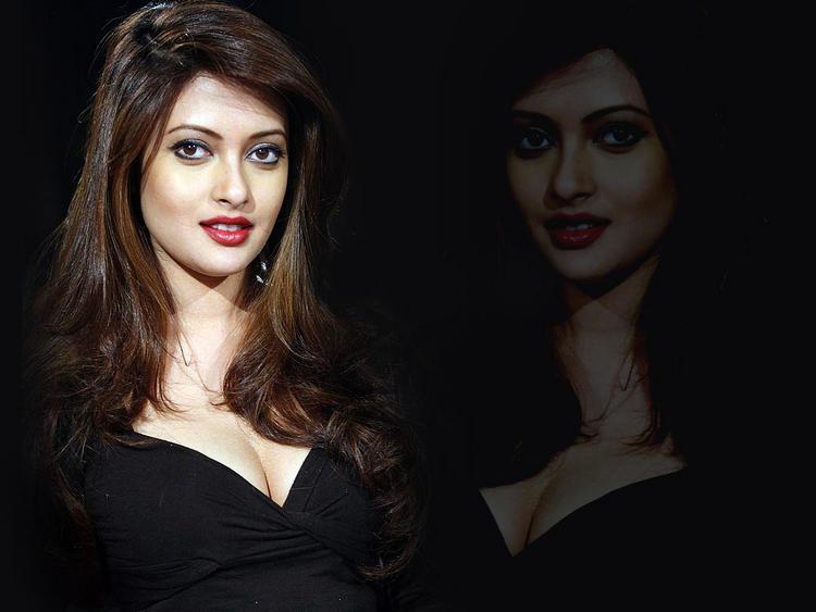 Riya Sen Awesome Face Look Wallpaper