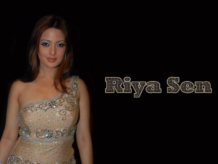 Riya Sen Cute Close Up Pic
