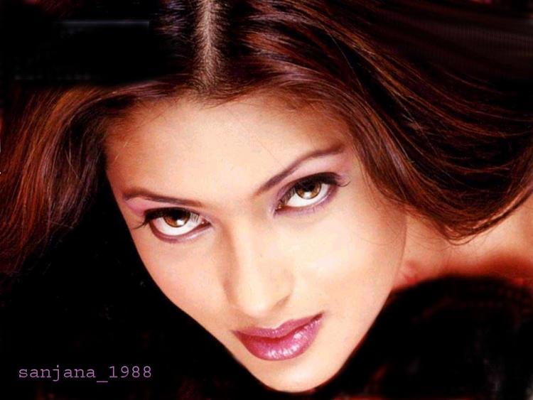 Riya Sen Sexy Eyes Look Wallpaper
