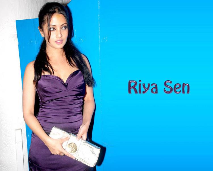 Riya Sen Sizzling Look Wallpaper