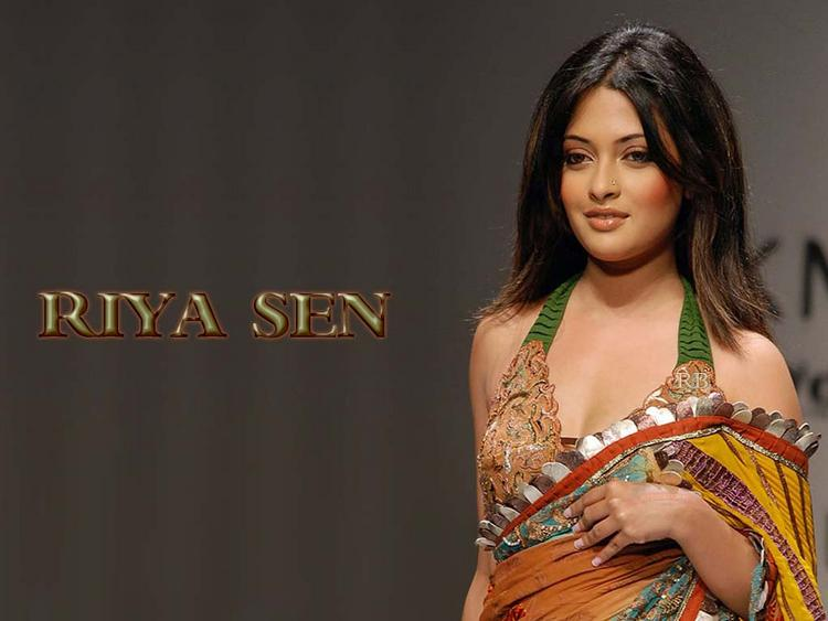 Riya Sen Wallpaper In Sexy Saree