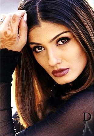 Hot Bollywood Diva Raveena Tandon Wallpaper