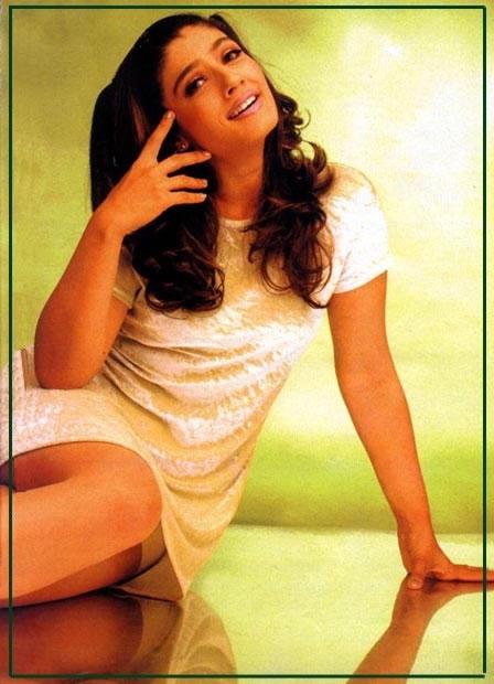 Raveena Tandon Cute Hair Style Sexy Wallpaper