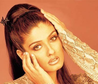 Raveena Tandon Hot and Sexy Look Wallpaper