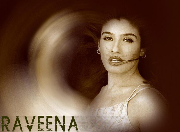 Raveena Tandon Latest Romancing Face Look Wallpaper