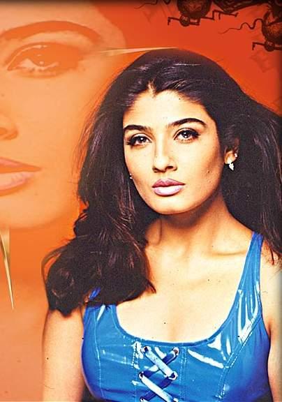 Raveena Tandon Latest Sexy Face Look Wallpaper