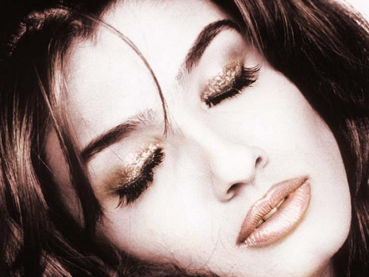 Raveena Tandon Romancing Face Still