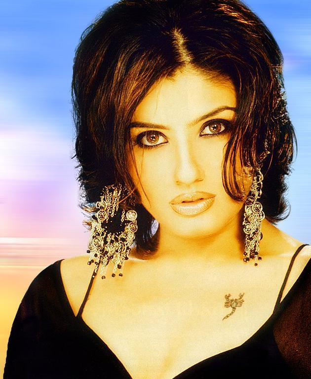 Raveena Tandon Sexy and Spicy Look Wallpaper