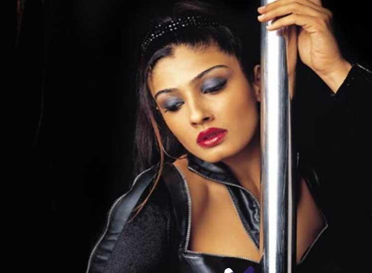 Raveena Tandon Wet Look Wallpaper