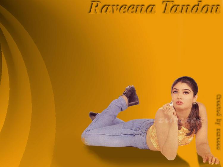 spicy Actress Raveena Tandon Wallpaper