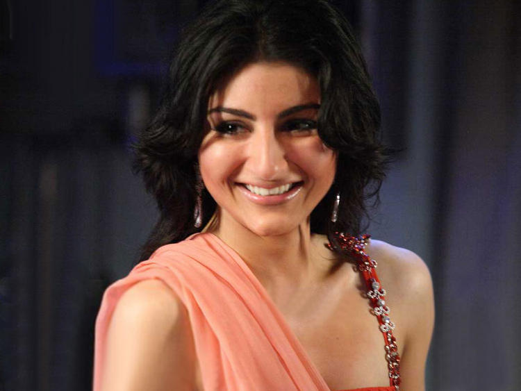Smiling Babe Soha Ali Khan Photo