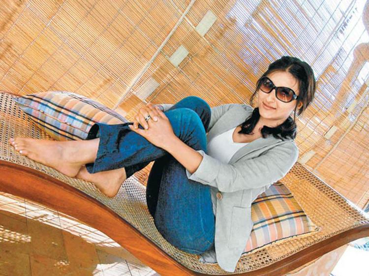 Soha Ali Khan Hot Stylist Pose To Photo Shoot