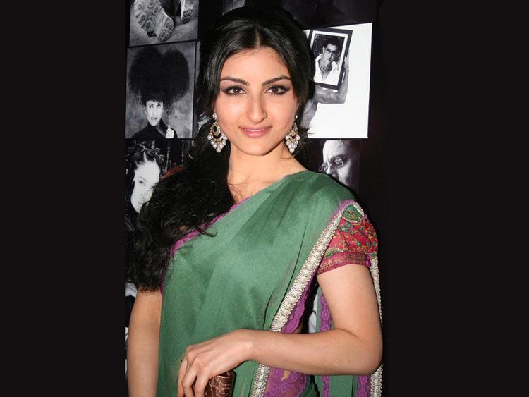 Soha Ali Khan Latest Pic In Green Saree