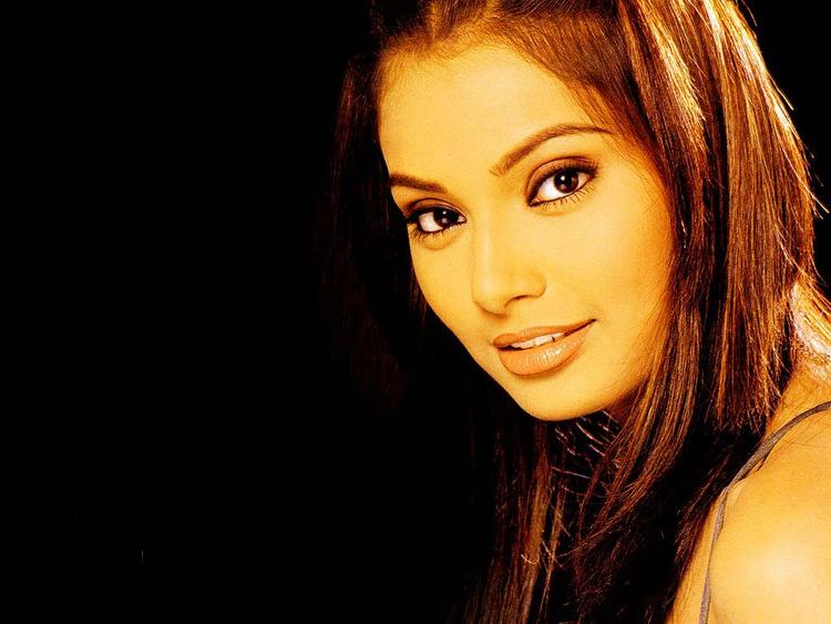 Bipasha Basu Beautiful Face Look