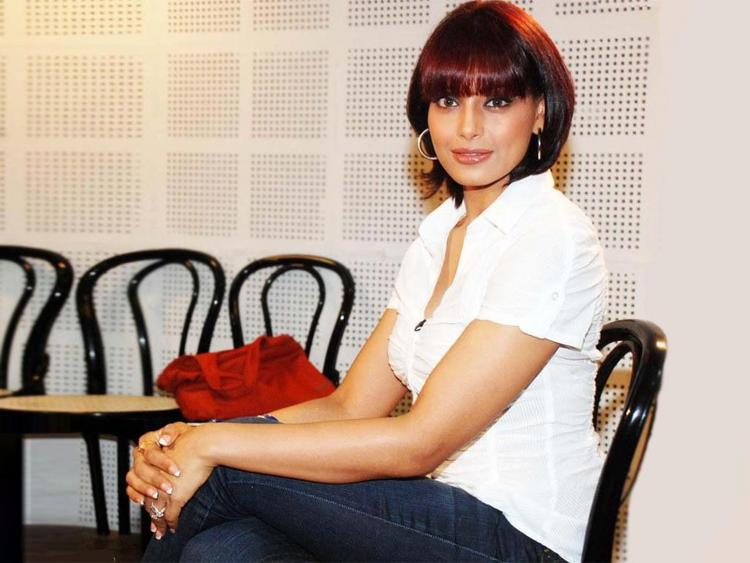 Bipasha Basu Red Hair Pic In White shirt and Jeans