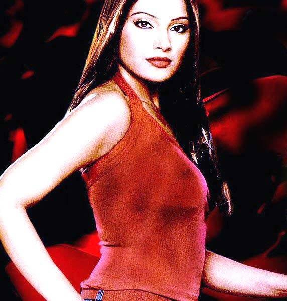 Bipasha Basu Red Lips Gorgeous Pic