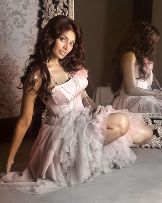 Bipasha Basu Spicy Look Photo Shoot