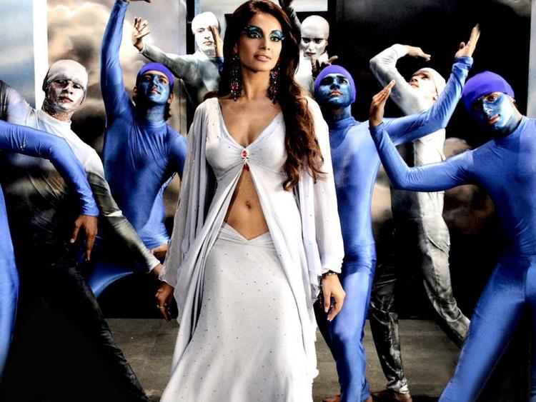 Bipasha Basu Spicy Navel Show In White Dress
