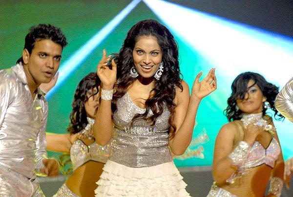 Bipasha Basu Stage Performance Still