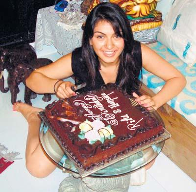 Hansika Motwani Cake Cuting Still