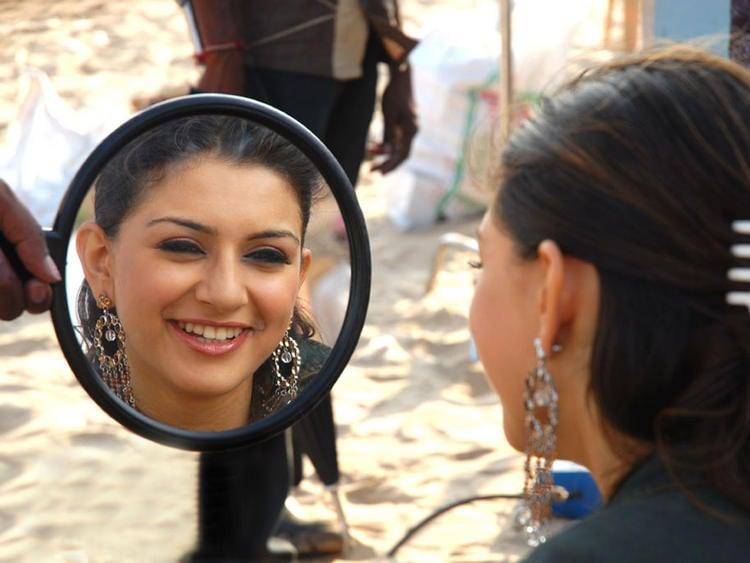 Smiling Beauty Hansika Motwani Latest Pic