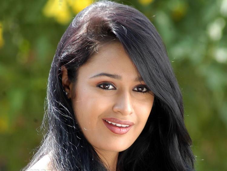 Yuvika Chaudhary Cute Face Stunning Pic