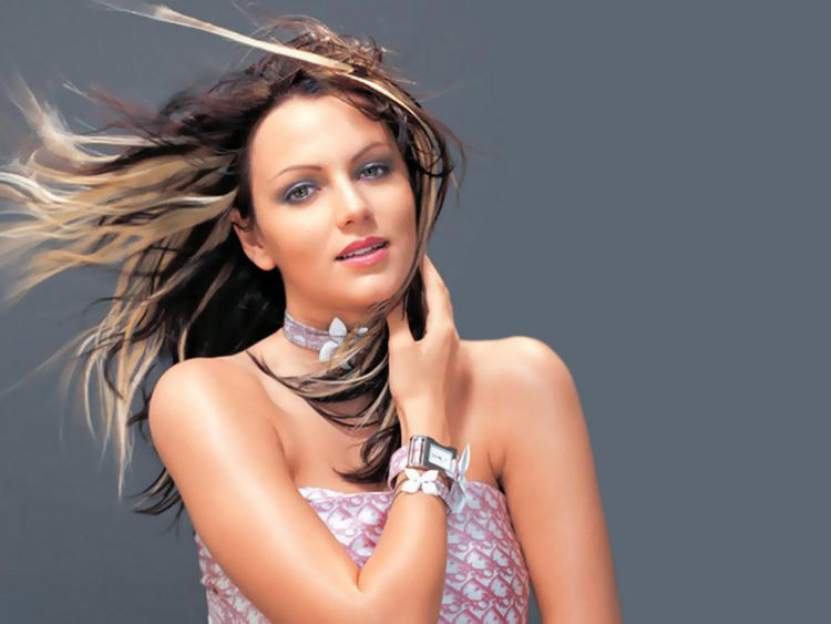 Yana Gupta Glamourous Wallpaper