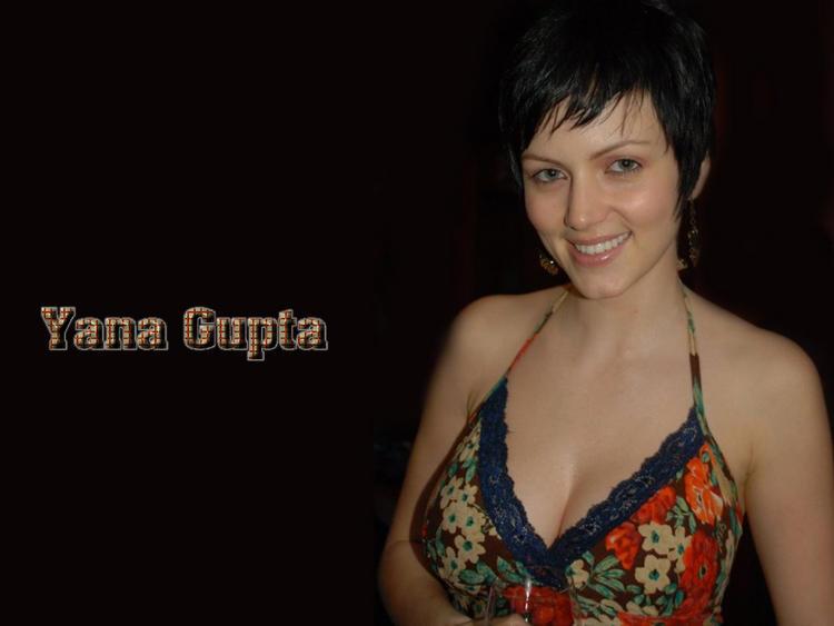 Yana Gupta Sweet Smile Pose Wallpaper