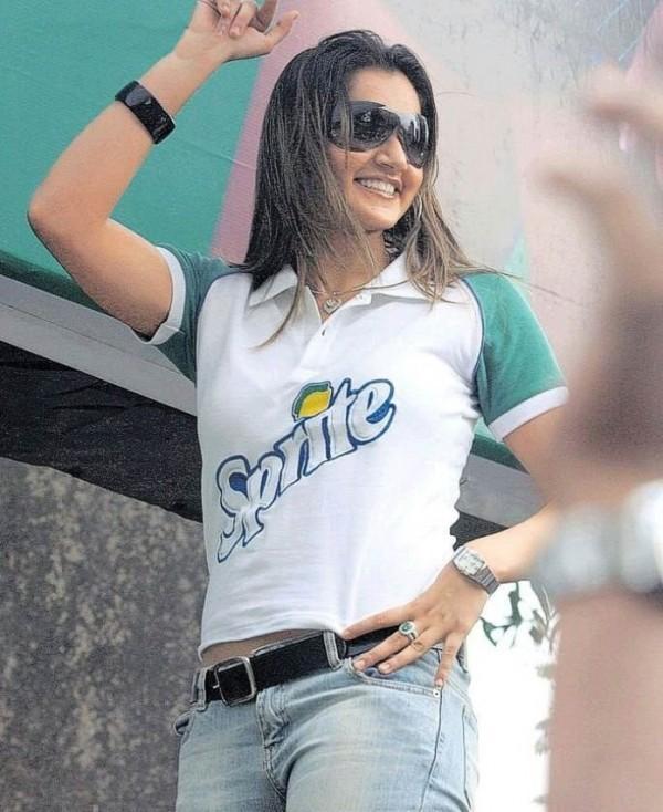 Sania Mirza Sprite Tshirt Still