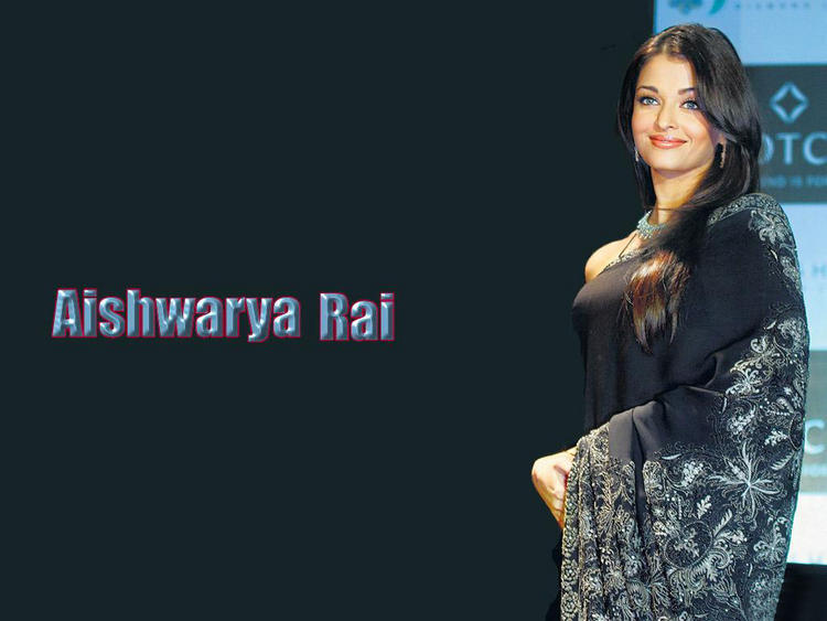 Aishwarya Rai Hot In Saree Wallpaper