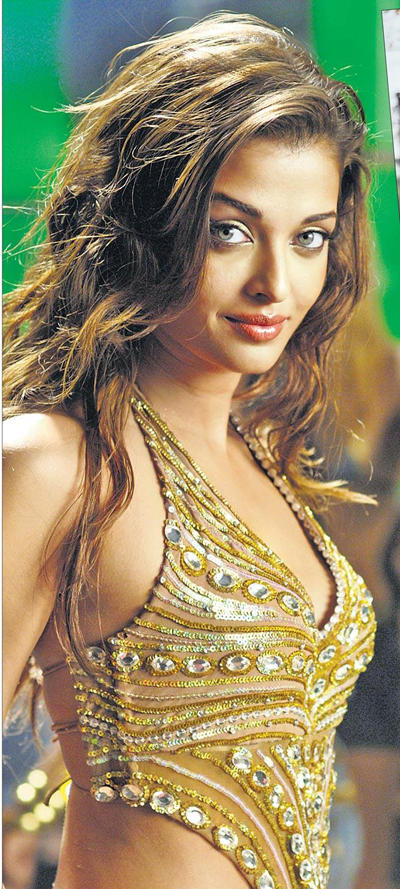 Sexy Aishwarya Rai In Dhoom2 Stills