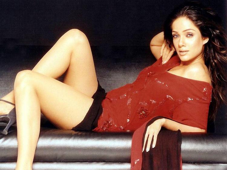 Vidya Malavde Sexy Legs Gorgeous Wallpaper