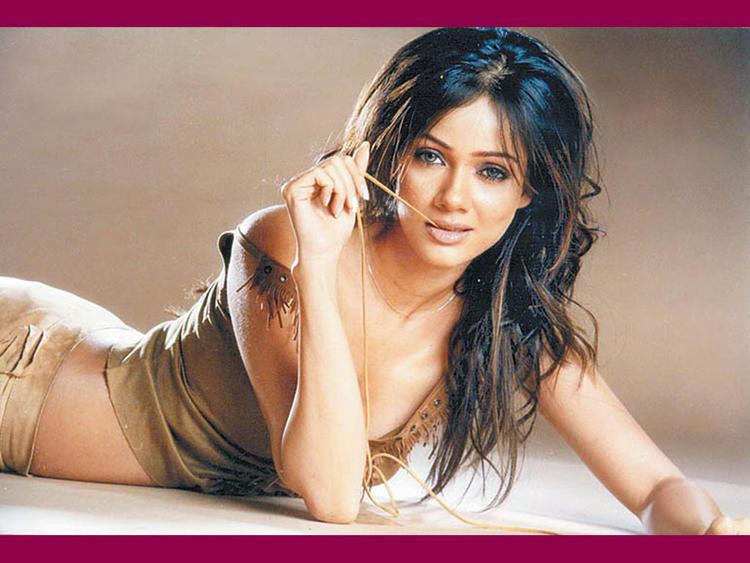 Vidya Malvade Hot Romancing Face Look Wallpaper