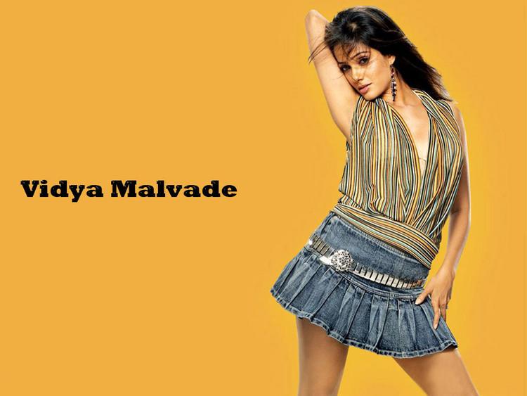 Vidya Malvade Spicy Wallpaper In Mini Skirt