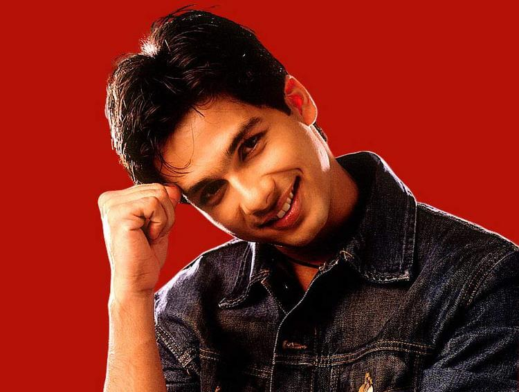 Shahid Kapoor Cute and Sweet Pose Wallpaper