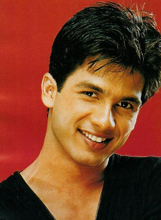 Shahid Kapoor Smiling Face Look Wallpaper