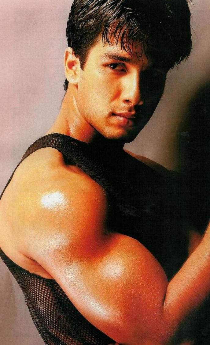 Shahid Kapoor Strong Arm Glamour Still