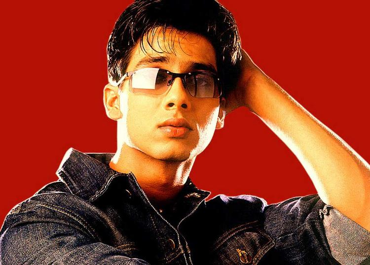 Shahid Kapoor Stylist Wallpaper Wearing Goggles