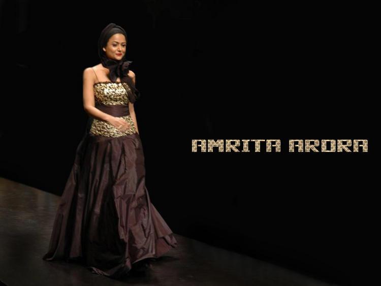 Amrita Arora Walking Ramp Show Wallpaper