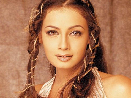 Diya Mirza Romantic Face Look Wallpaper