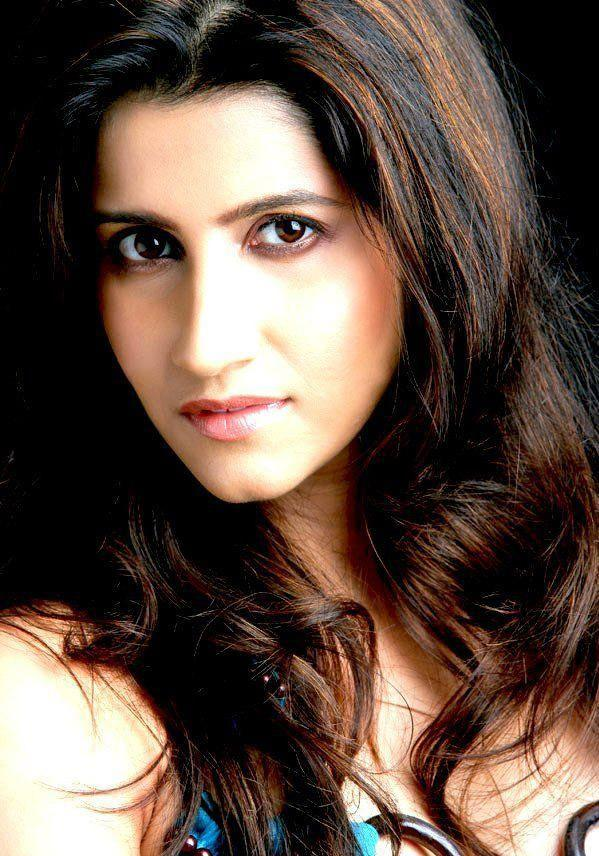 Smiley Suri Attractive And Hot Look Wallpaper