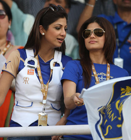 Shamita Shetty and Shilpa at IPL
