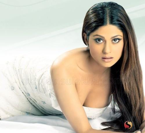 Shamita Shetty Hot Romantic Face Still
