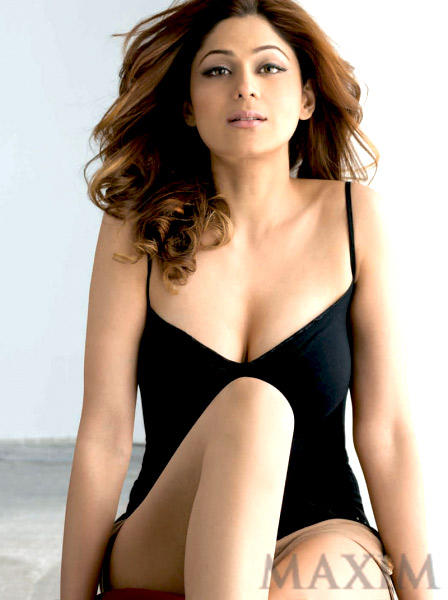 Shamita Shetty Showing Her Cleavages For Maxim