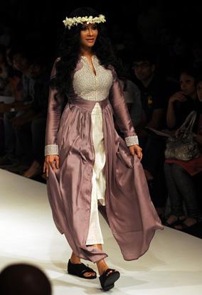 Nandana Sen Walk at Lakme Fashion Week