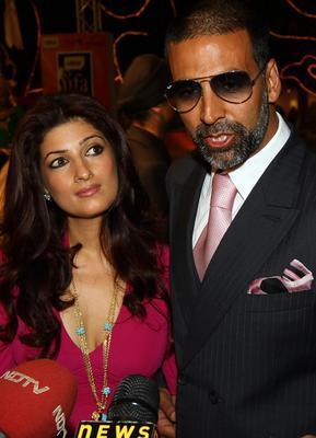 Akshay and Twinkle at Press Meet Still