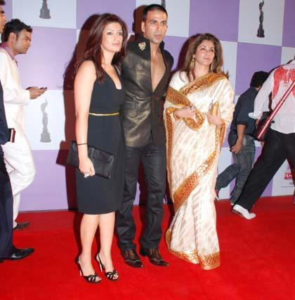 Twinkle Khanna,Akshay and Dimple On Red Carpet
